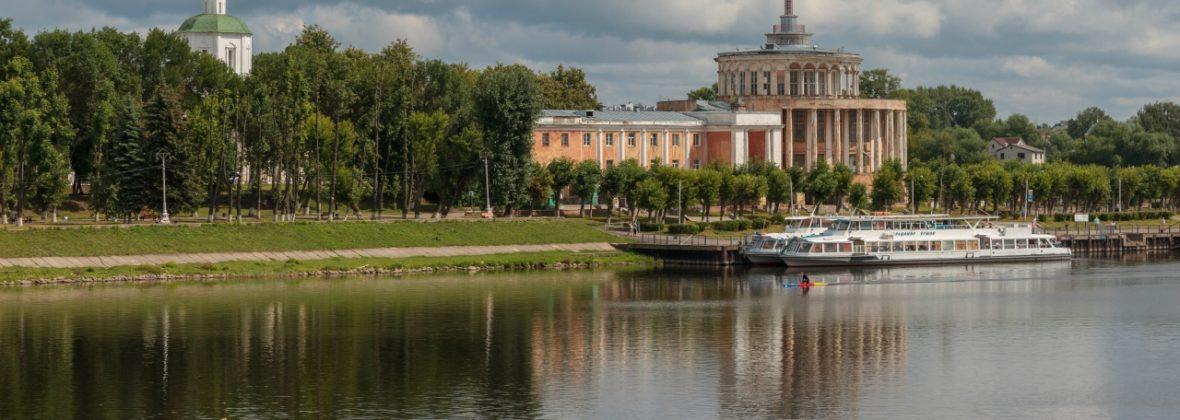 Отроч монастырь, Успенский собор и Тверской речной вокзал