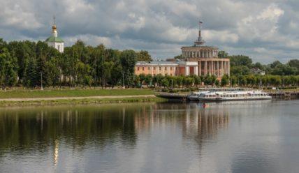 Отроч монастырь и Тверской речной вокзал