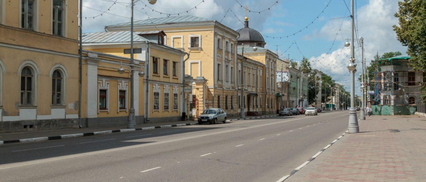 Советская улица в Твери: дворцовый облик и облупившаяся штукатурка