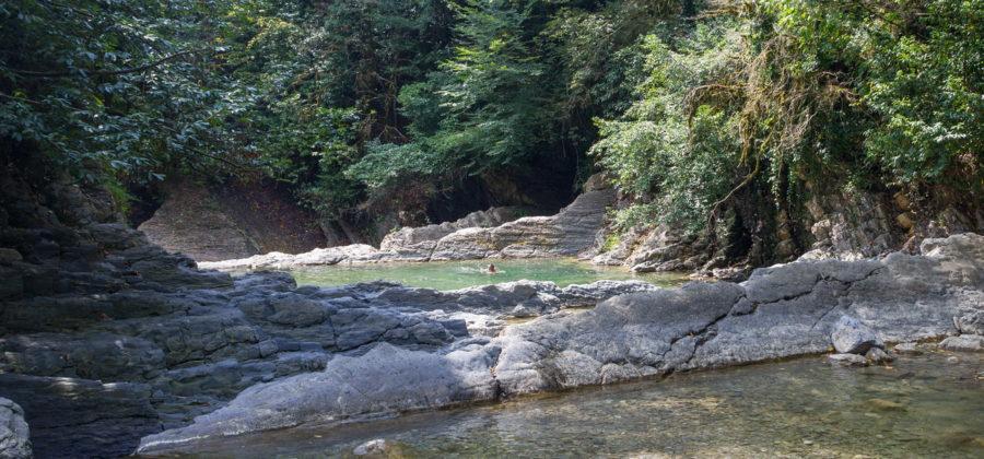 Корыта на реке Западный Дагомыс: природные ванны и зона отдыха