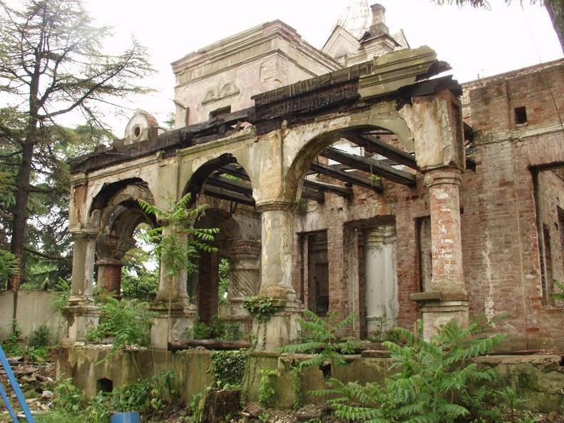 Руины дачи Хлудова