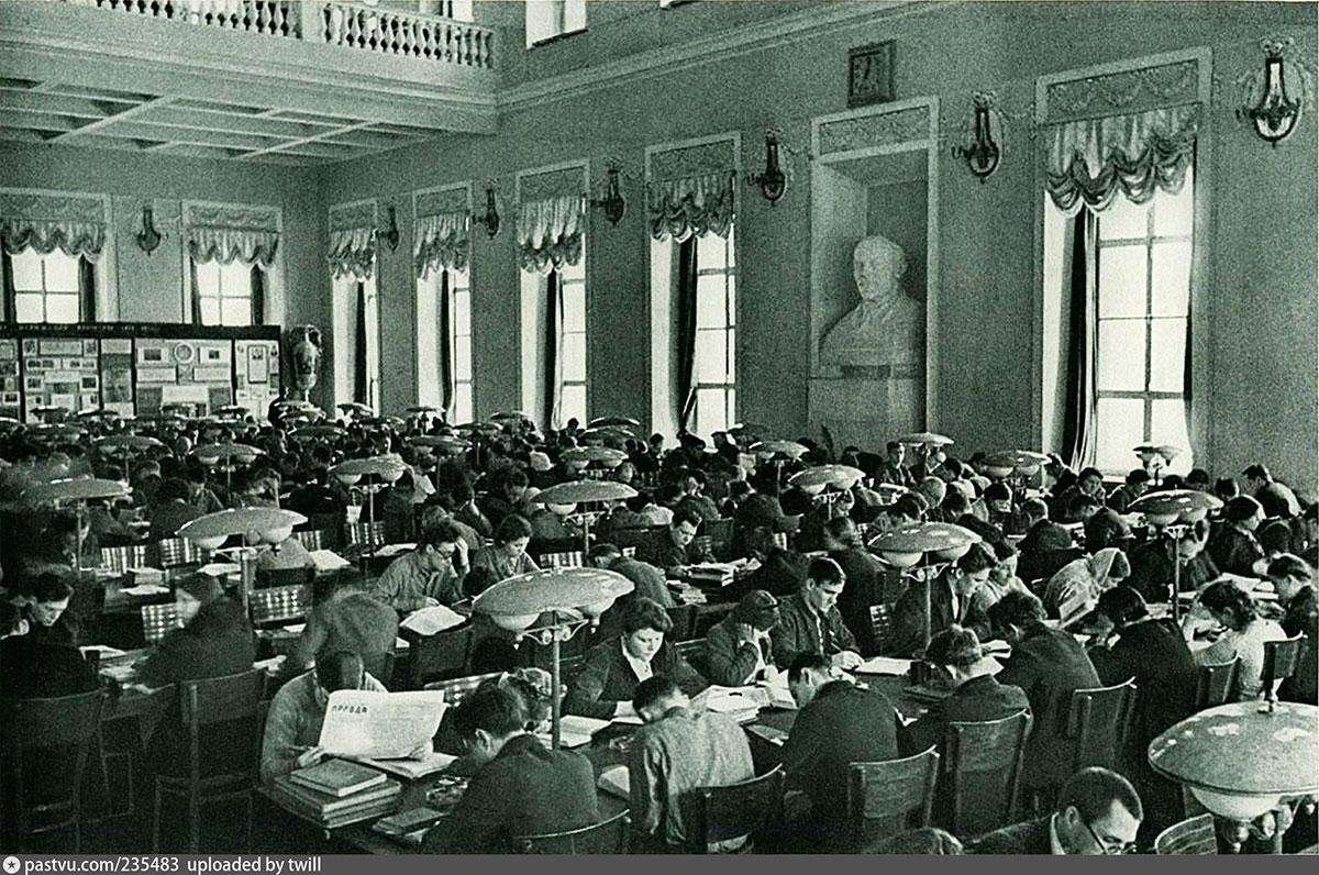 Читальный зал в доме Пашкова