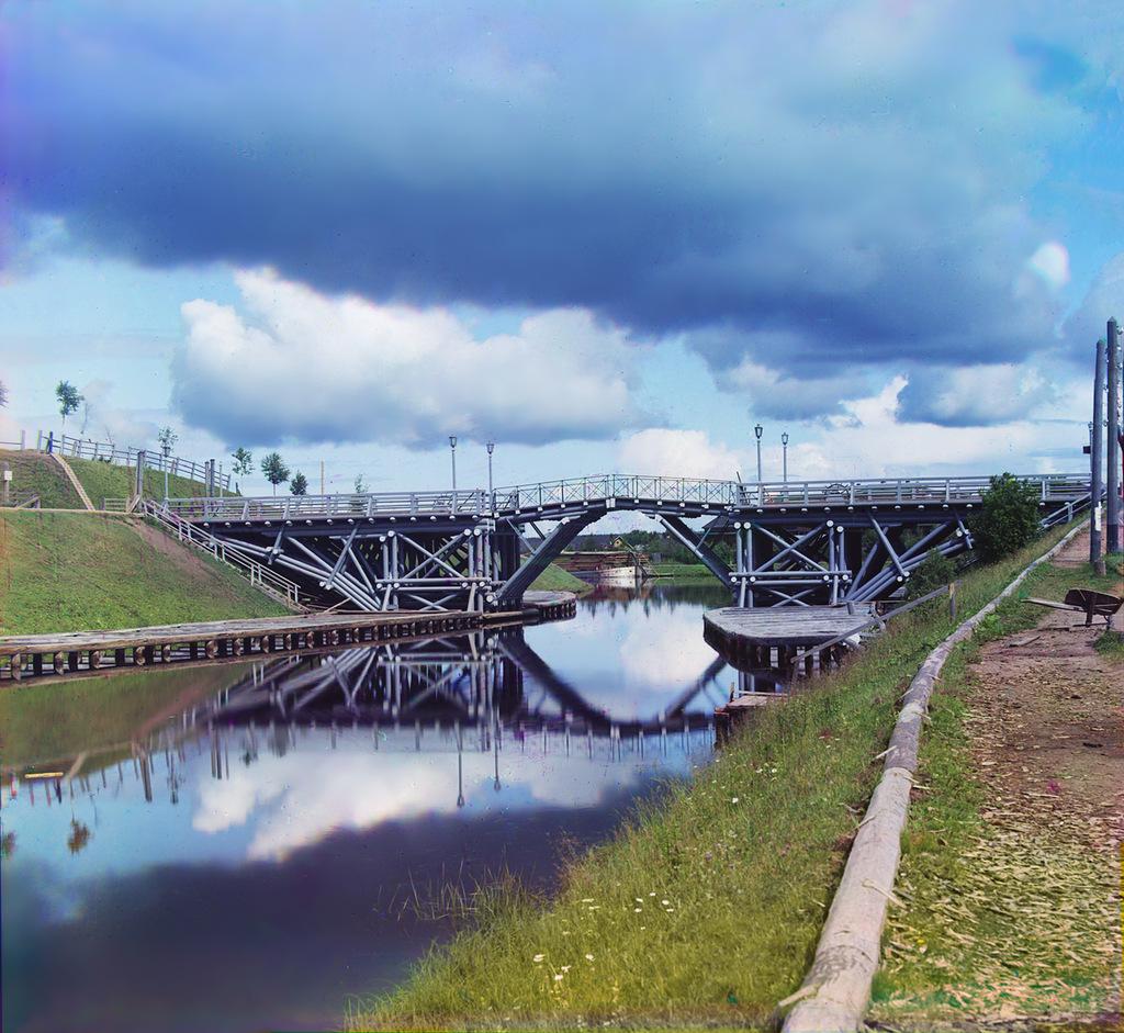 Подъемный мост на реке Вытегра