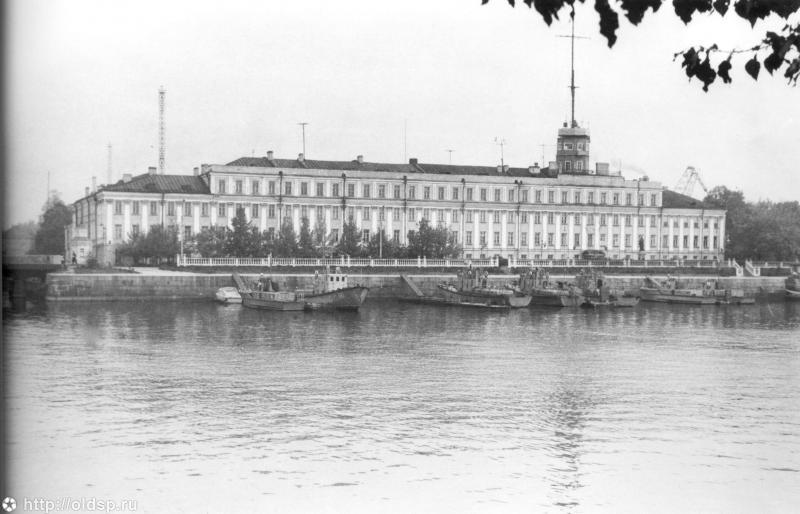 Итальянский дворец и Итальянский пруд в Кронштадте