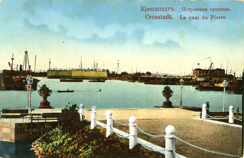Петровская пристань в Средней гавани Кронштадта