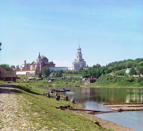 С. М. Прокудин-Горский. Борисоглебский монастырь [от] моста. [Торжок.] Лето 1910 года