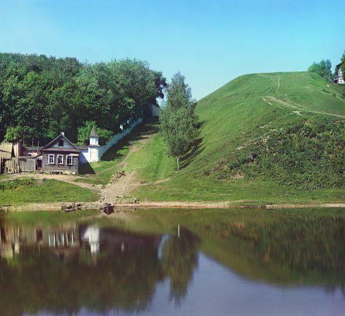 С. М. Прокудин-Горский. Крепостной вал около Борисоглебского монастыря. [Торжок.] Лето 1910 года