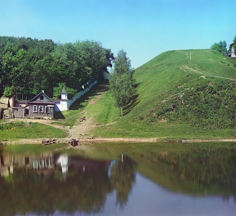 С.М.Прокудин-Горский. Крепостной вал около Борисоглебского монастыря. [Торжок.] Лето 1910 года