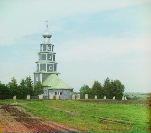 Старинная церковь Тихвинской Божьей Матери на правом берегу Тверцы. С.М.Прокудин-Горский, лето 1910 года