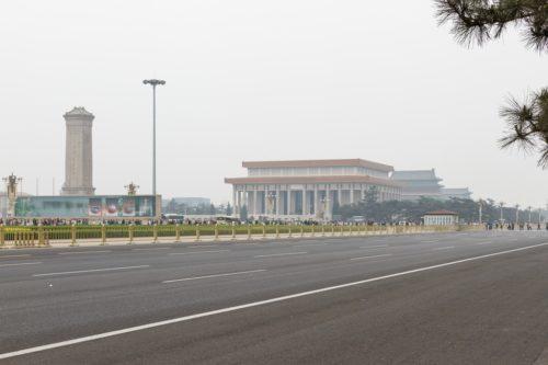 Памятник Народным героям и мавзолей Мао Цзэдуна на площади Тяньаньмэнь в Пекине
