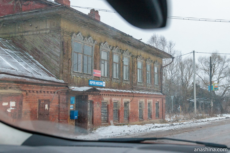 Старый дом на выезде из Калязина