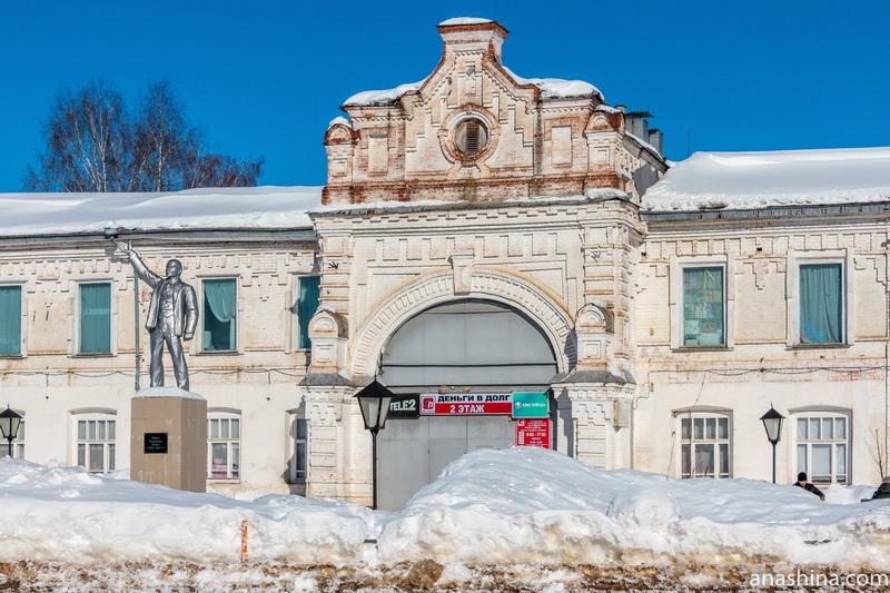 Торговые ряды и памятник Ленину, Судиславль