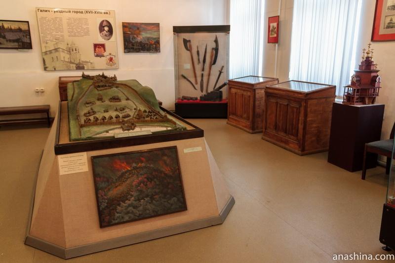 Один из залов краеведческого музея, Галич