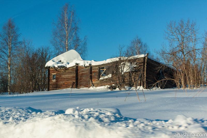 Руины дома в Фалилеево, Костромская область