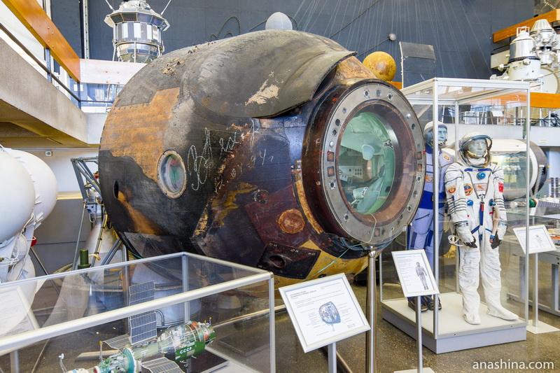 """Спускаемый аппарат космического корабля """"Союз-34"""" (подлинник), Музей космонавтики, Калуга"""