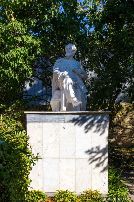 Памятник Константину Эдуардовичу Циолковскому, дом Циолковского, Калуга