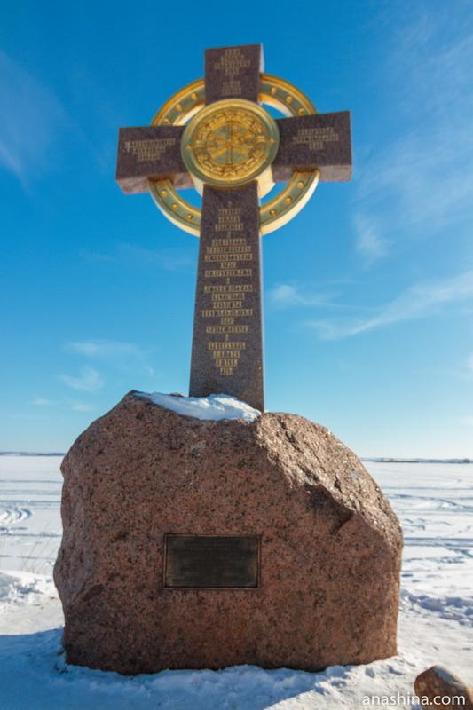 Поклонный крест на берегу озера Неро, Ростов Великий