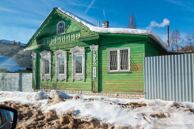 Деревянный дом с кружевными наличниками, Ростов Великий