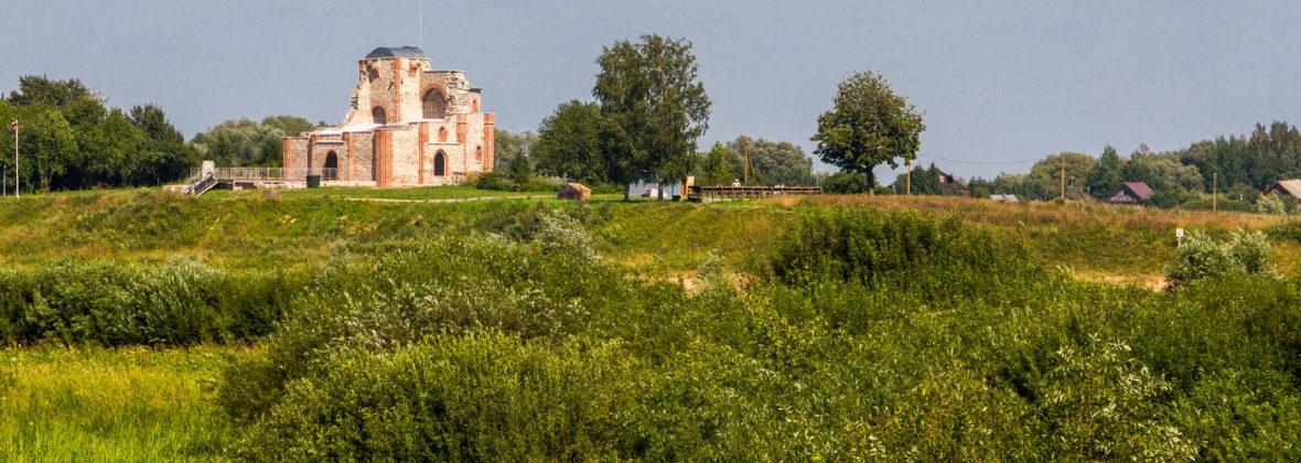 Юрьев монастырь и музей деревянного зодчества Витославлицы в Великом Новгороде