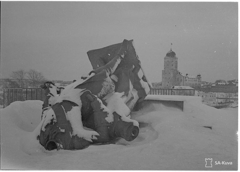 Обломки памятника Петру I, Выборг