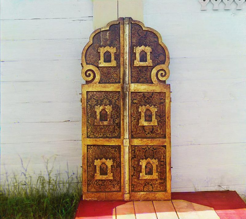 С. М. Прокудин-Горский. Старинные врата в церкви Успения Божией Матери. [Девятины.] 1909 год