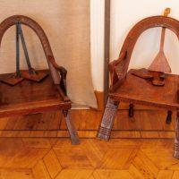 Знаменитое кресло «Дуга, топор и рукавицы» мастера Шутова