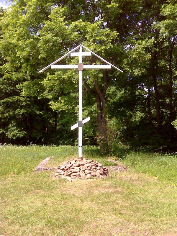 Памятный крест в Коростыни, Новгородская область