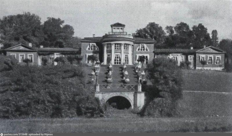 Усадебный дом Зиновьевых с парадной лестницей и гротом