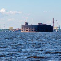 Как форт «Император Александр I» стал «Чумным» и почему он черного цвета