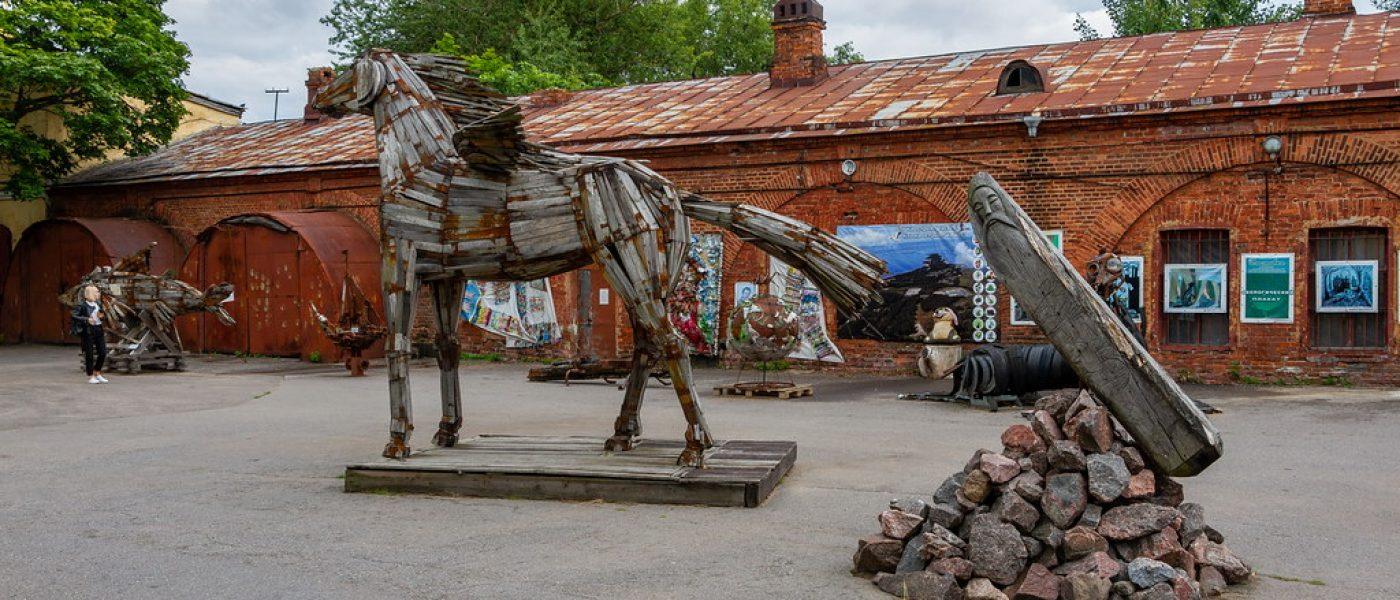 Выставка арт-объектов из мусора в Кронштадте