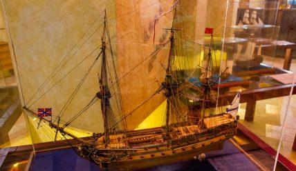 Выставка моделей парусников «Паруса над колыбелью» в музее «Ботик Петра I»