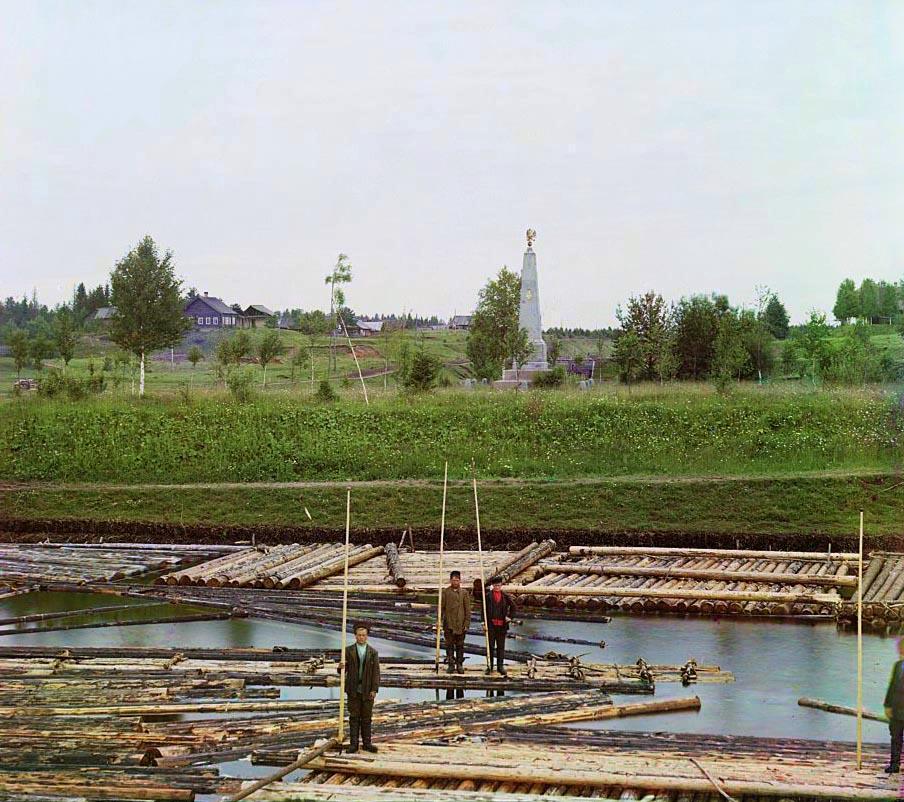 Вытегра. Памятник в честь окончания строительства Нового Мариинского канала между реками Вытегрою и Ковжею у шлюза св. Александра