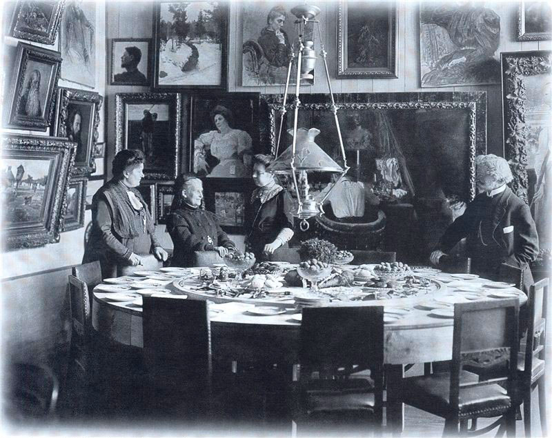 И.Е.Репин и его жена Н.Б.Нордман-Северова (в центре), Пенаты