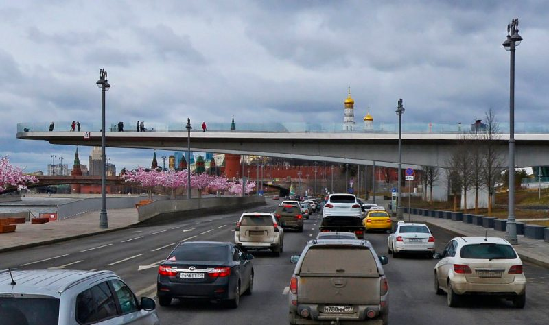 Парящий мост, Москворецкая набережная