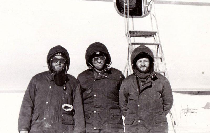 На солнышке с полярниками, Антарктида, самолет Ил-18Д