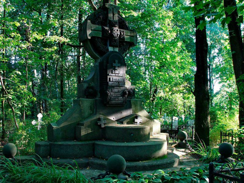 памятник погибшим при взрывах на Пороховом заводе в разное время на Пороховском кладбище