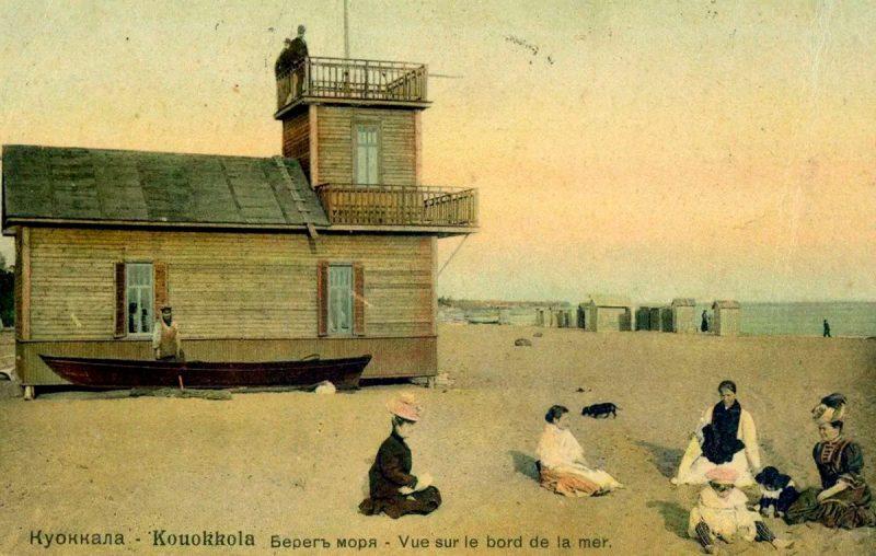 Берег моря и будка спасателя пляжа Куоккалы