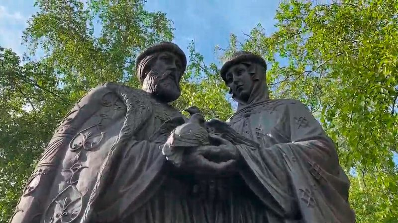 Памятник Петру и Февронии, Иркутск
