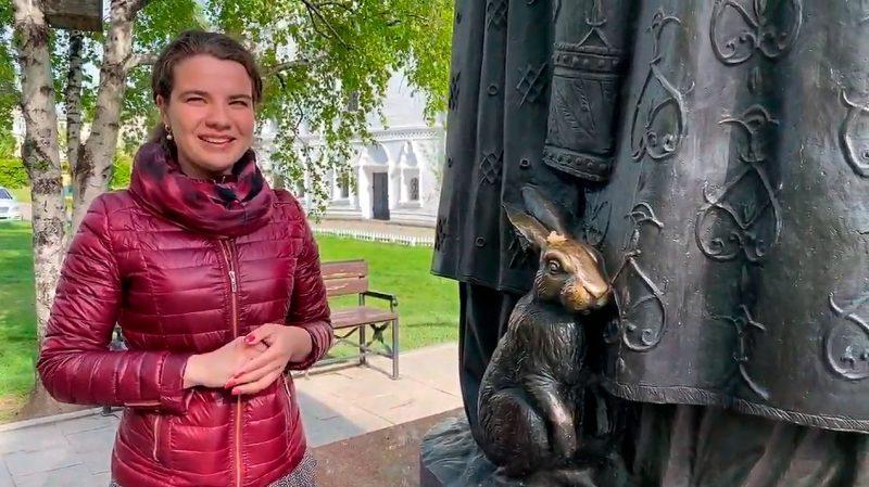 Заяц на памятнике Петру и Февронии, Иркутск