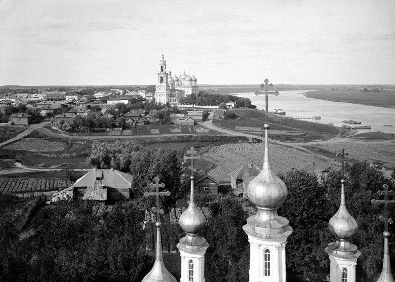 Вид с колокольни Вознесенского храма на г. Кимры. Начало XX века. Фото М. П. Дмитриева