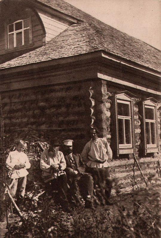 Н.С.Златовратский и С.Д.Дрожжин в Низовке, фото 1910-1917 годов. Источник: pastvu.com