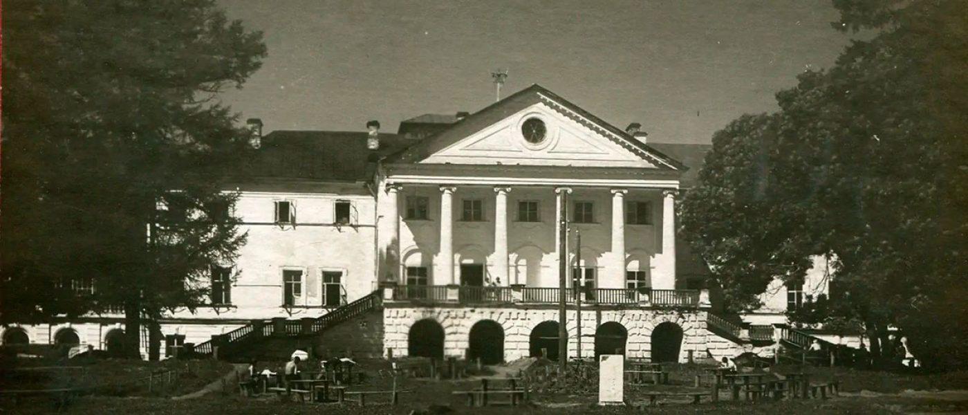 Фотохроника гибели главного дома усадьбы Ольгово
