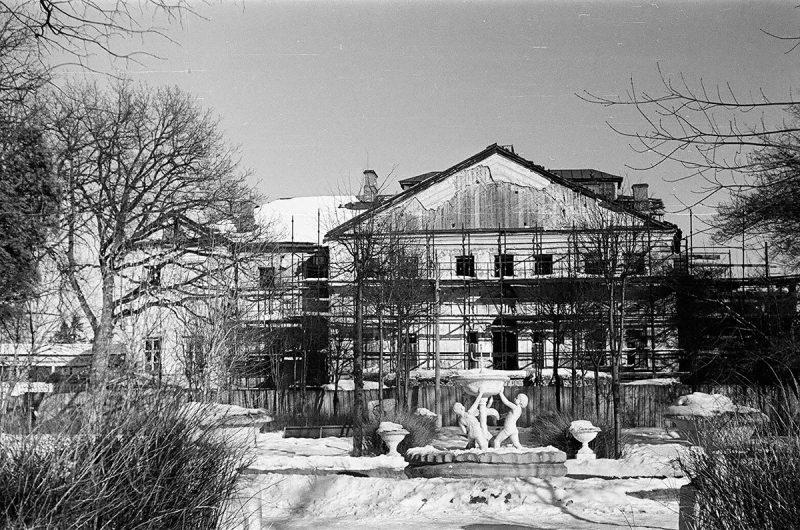Парадный фасад главного дома усадьбы Ольгово, 1972 год