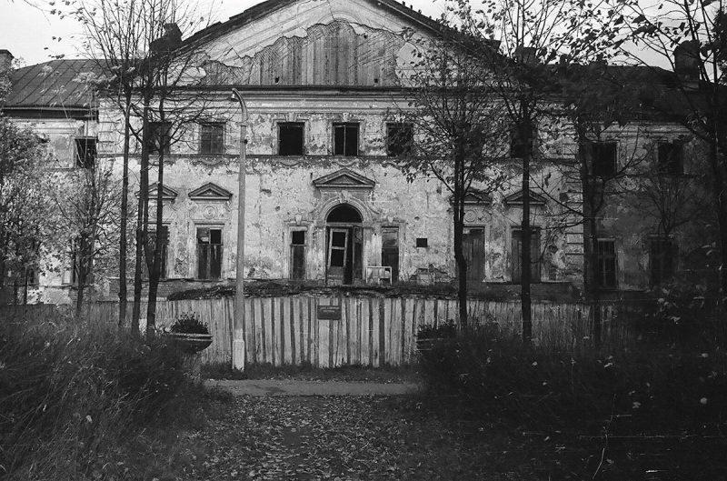 Парадный фасад главного дома усадьбы Ольгово, 1968 год