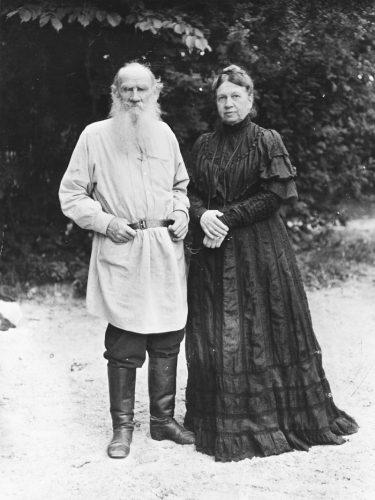Лев Толстой с женой Софьей Андреевной
