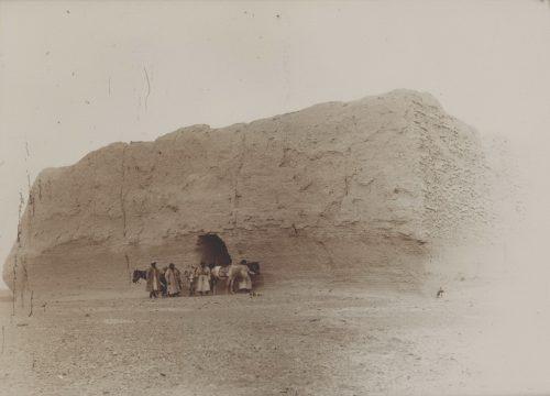 Научная экспедиция Стейна около пограничной заставы Юймэньгуань, 1907 год