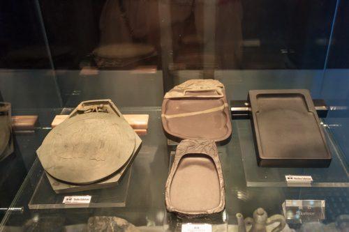 Каменные тушечницы. Геологический музей Китая, Пекин