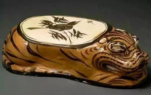 Подушка в форме тигра. Фото из интернета