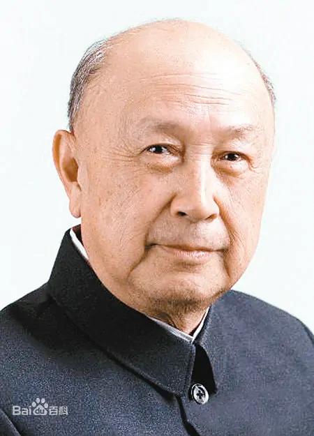 Цянь Сюэсэнь 钱学森
