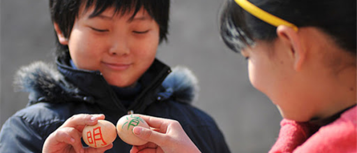 Обычай на праздник Цинмин красить и есть яйца
